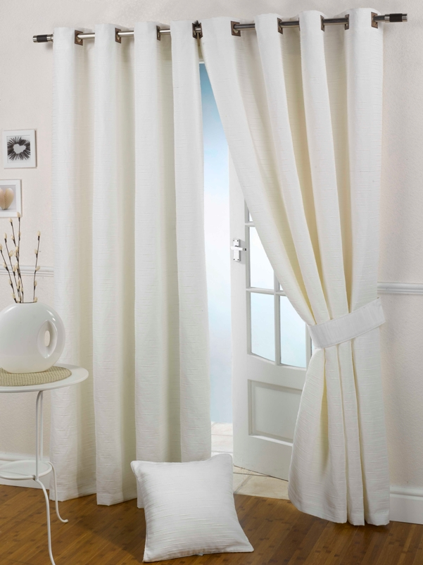 Curtain styles to consider for a modern look zameen blog for Modern house curtains