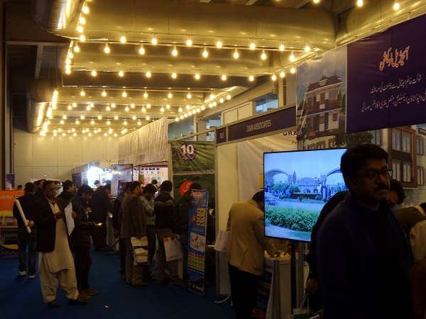 hustle-and-bustle-of-the-expo