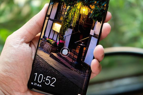 Lockscreen view of a Huawei Smartphone