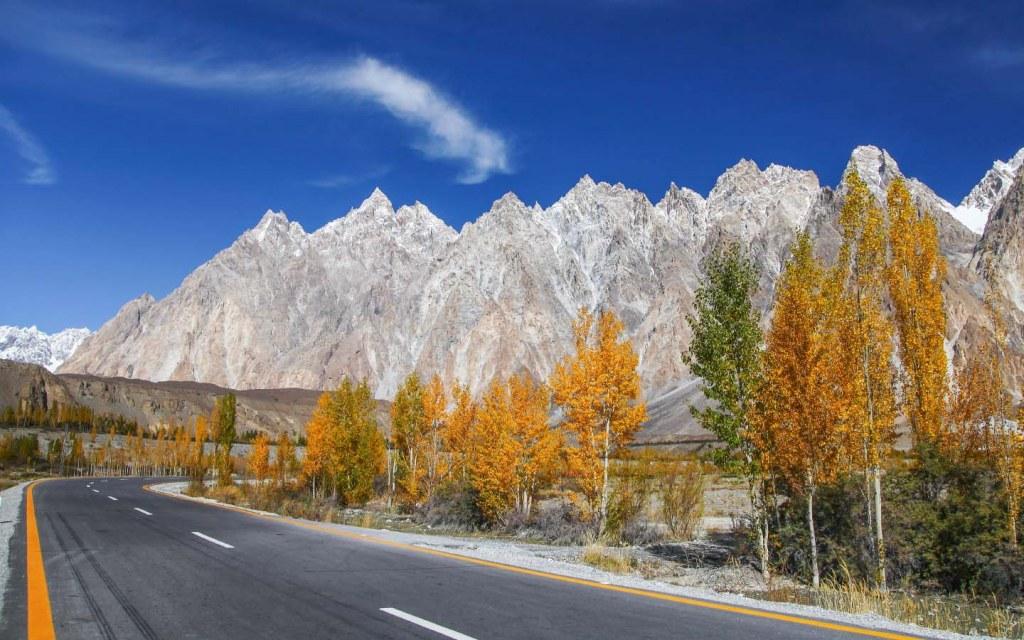 Karakoram Highway in autumn