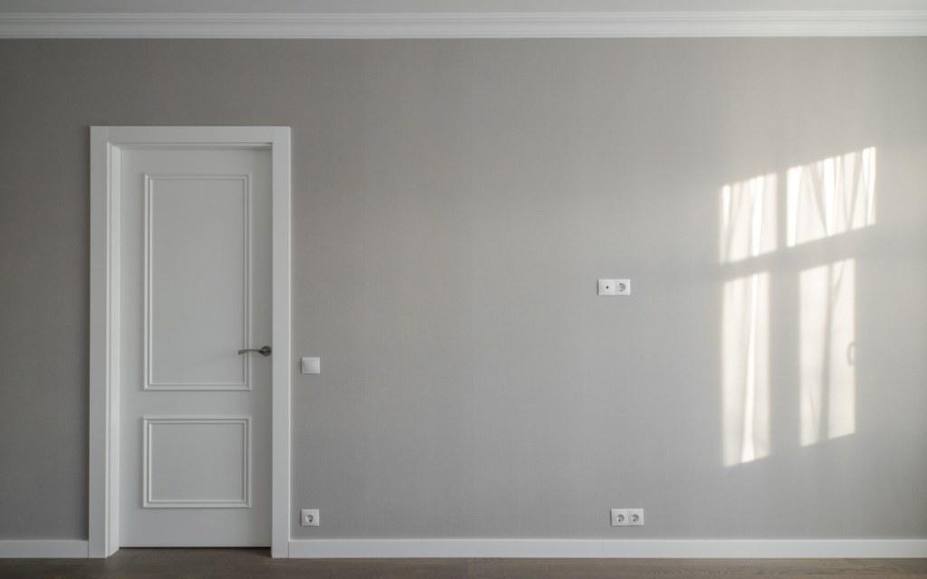 Blank wall inside an apartment