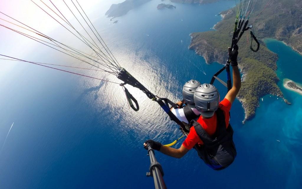Fly like a bird while enjoying paragliding
