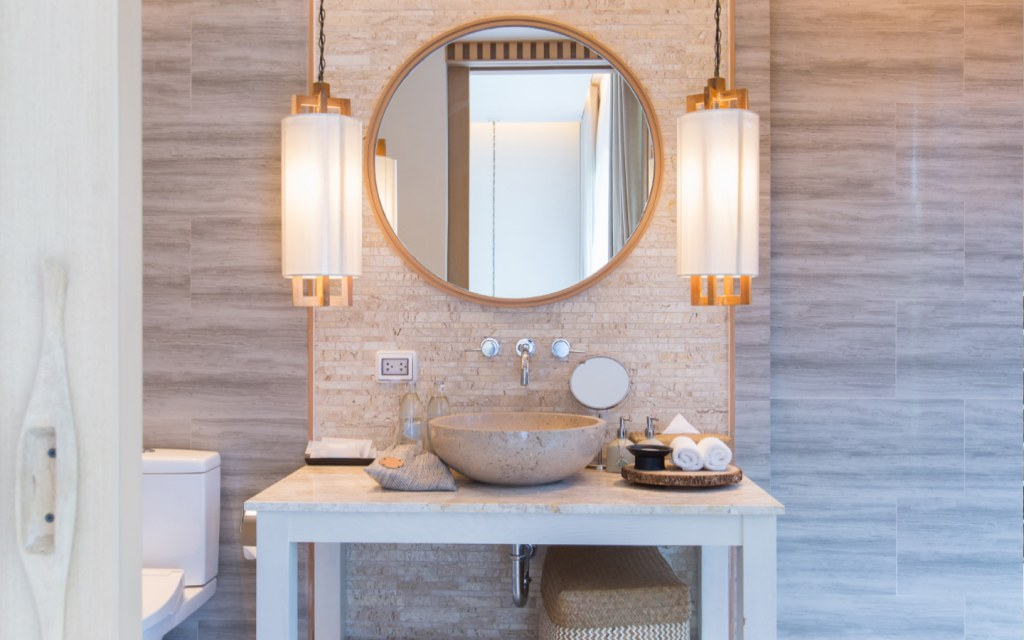 Modern bathroom with pendant lights
