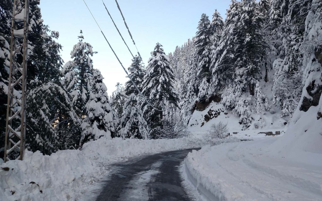 Road to tourist attraction Nathiagali in winters