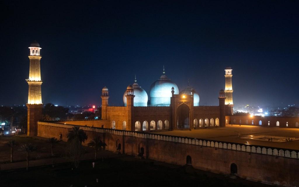popular tourist attraction Badshahi Mosque in Lahore