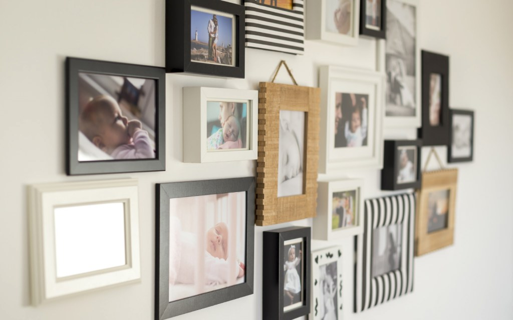 wall gallery art decor with different photo frames