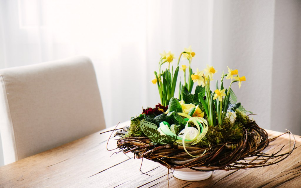 table centerpiece decoration with daffodils and tree twigs wreath