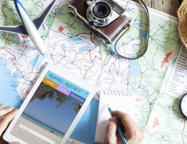 make checklist to become an organized traveller