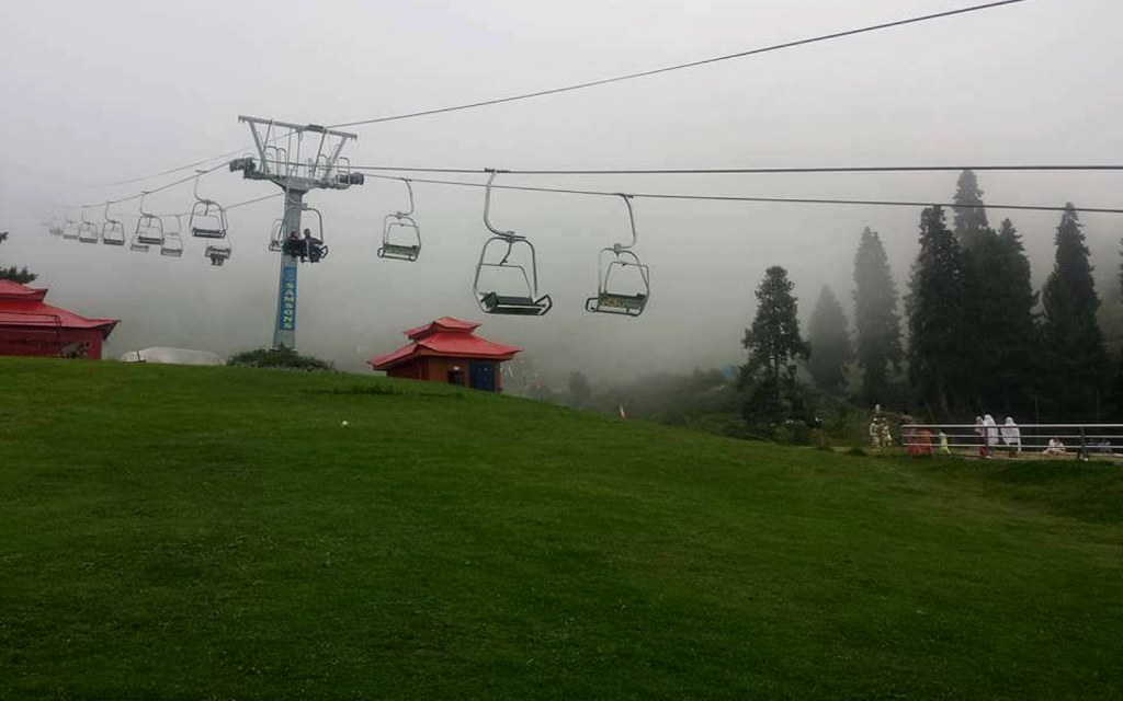 Malam Jabba Chairlift offers a quick climb up the slope for skiing enthusiasts.