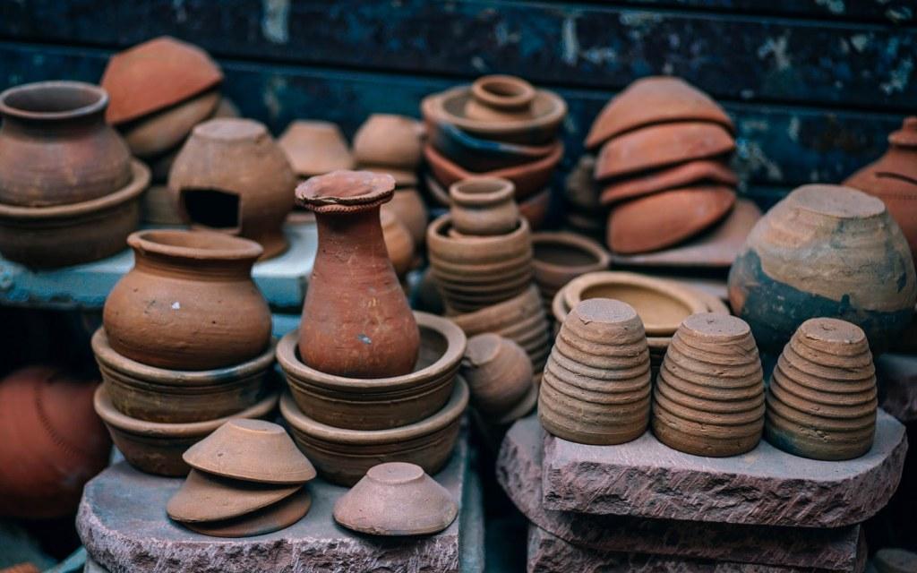 Earthern Pot is a famous handicraft of Pakistan