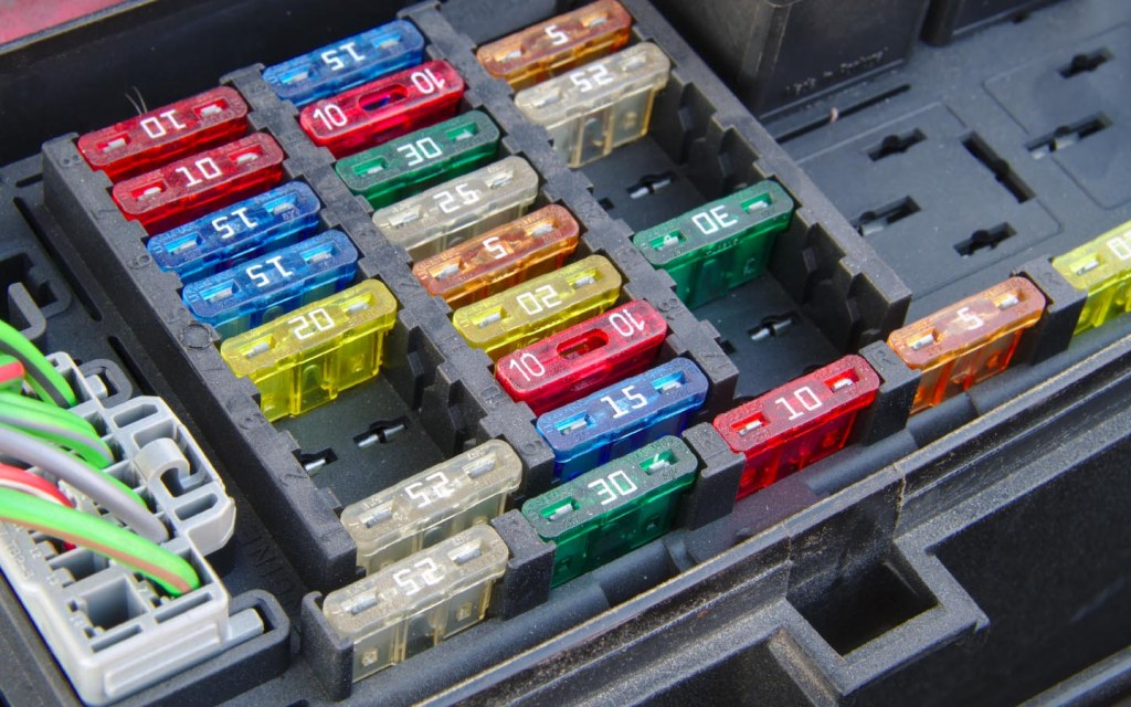 A car's fuse box requires fuses of different amperes