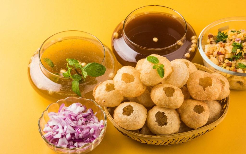 gol gappay is a popular street food in karachi