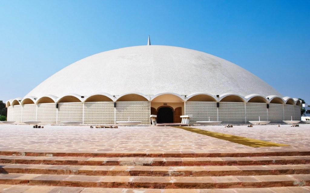 Masjid-e-Tooba is a beautiful mosque located in DHA Karachi