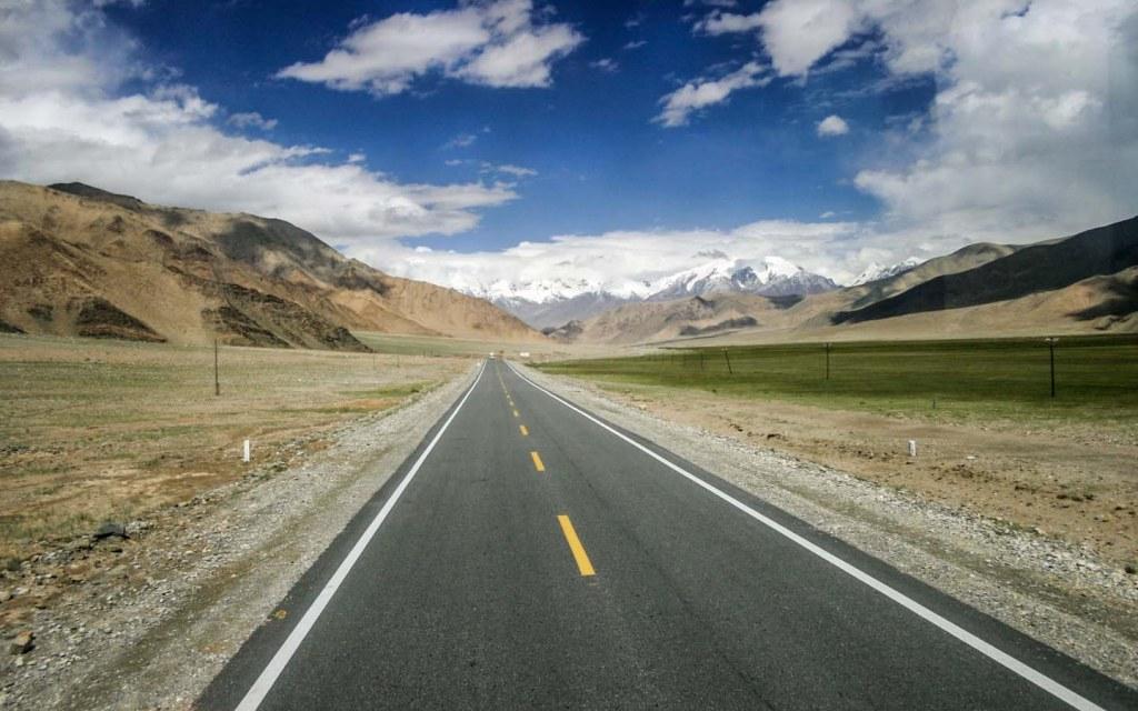 Karakoram pass is 1300 km long
