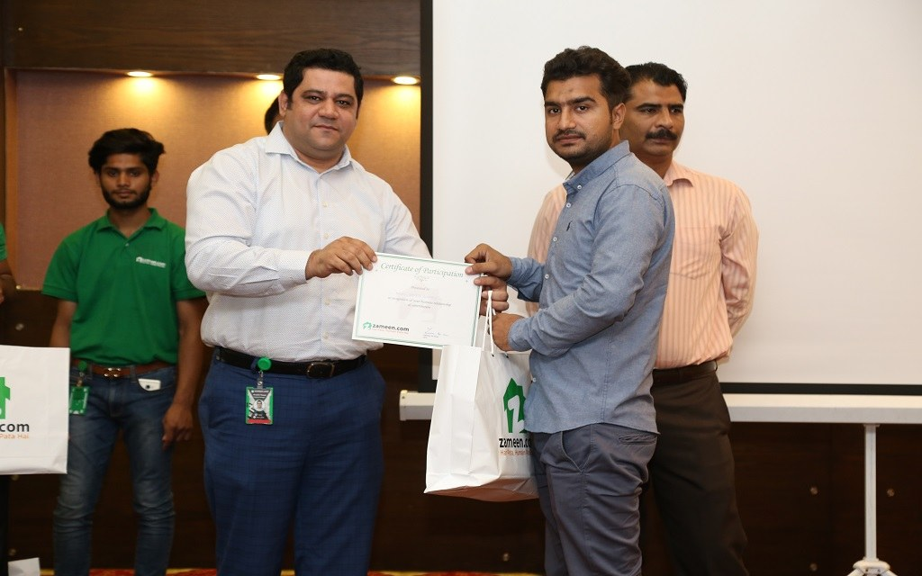 Regional Sales Manager Muzzaffar Majeed giving away certificates of participation