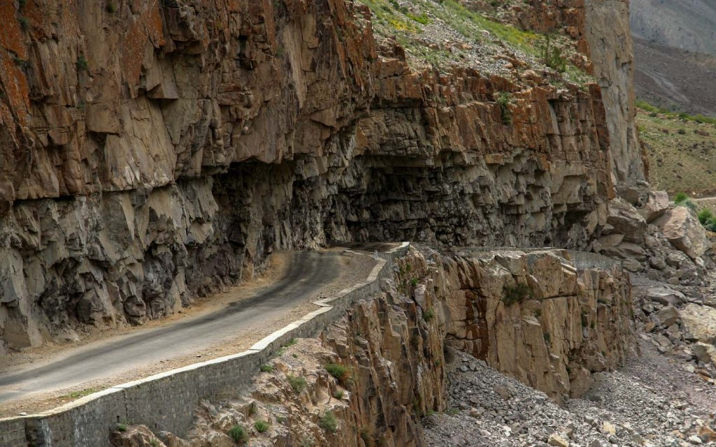 The route to Skardu from Gilgit will test your resolve with hot weather and winding roads taking you for a spin