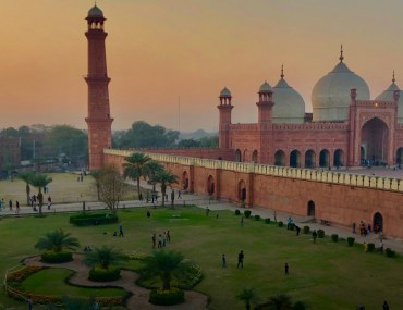 Popular Areas with 10 marla houses for sale in Lahore under PKR 2 crore