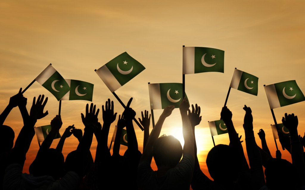 People gathered to sing the national anthem of pakistan