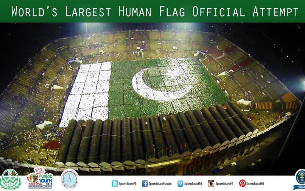 Largest human flag made by Pakistan in 2014