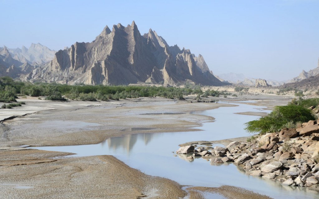 You would come across many natural oases in Hingol National Park