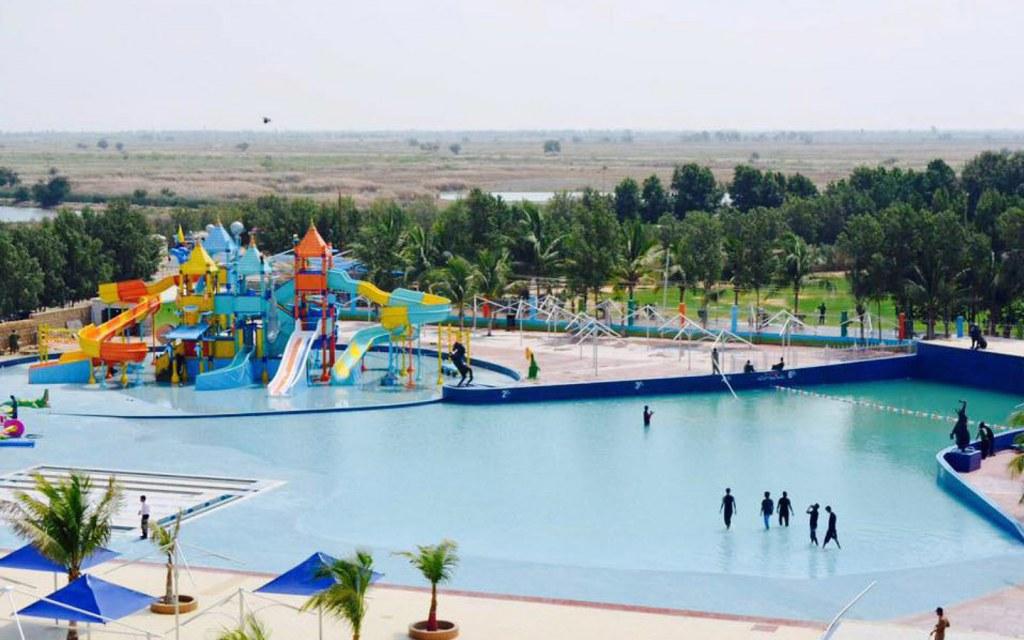 central pool at sunway lagoon water park