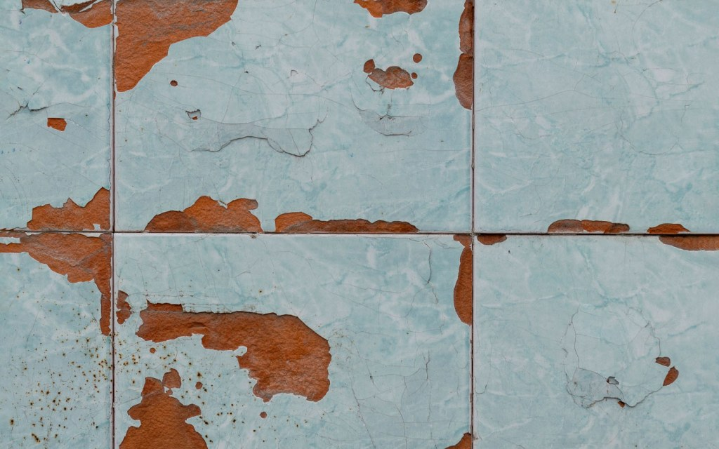Both half-body and full-body tiles are available in porcelain
