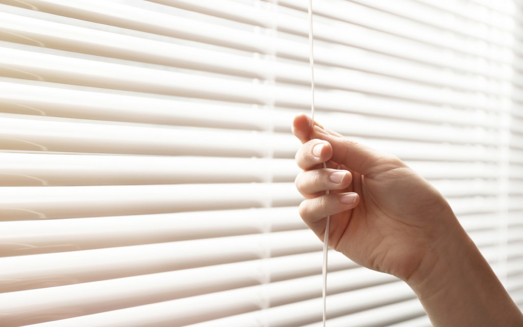 Make a smart choice between blinds or curtains for your home