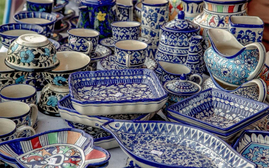 Get travel souvenirs in Pakistan from the smaller, lesser-known towns