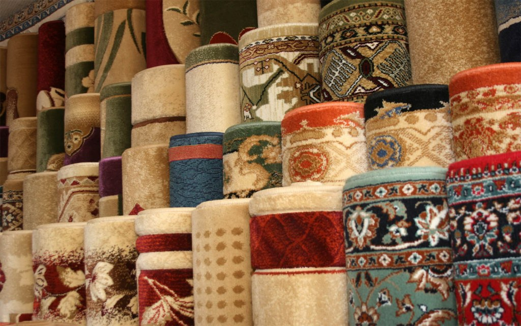 The import and export of rugs makes them a famous souvenir in Pakistan