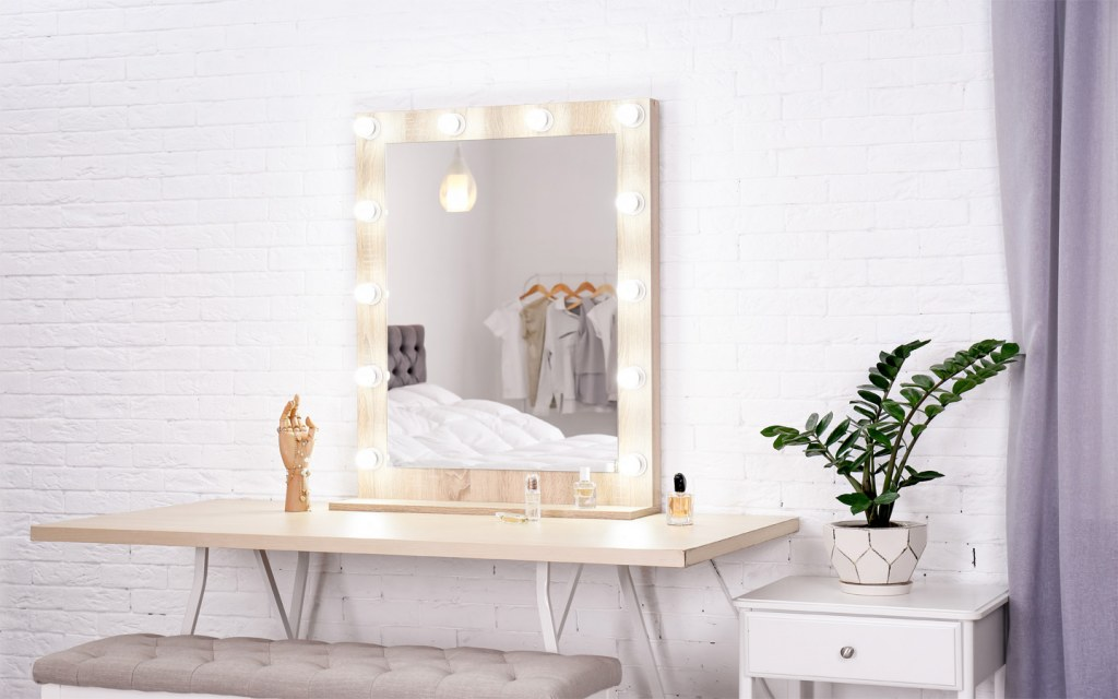 Lights are essential for designing the ideal dressing table