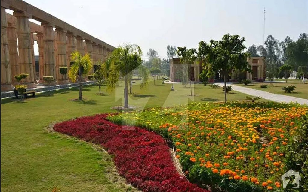 urban open space in bahria orchard