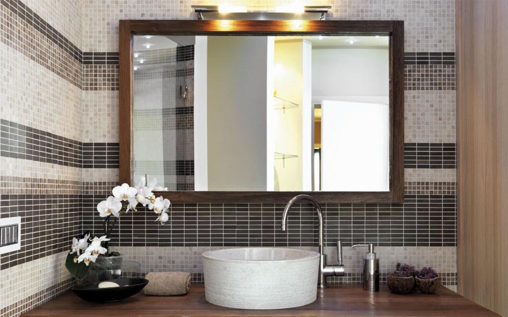 installing mirror in the bathroom