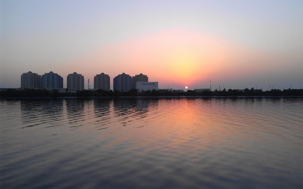 do darya offers panoramic views of the Arabian Sea