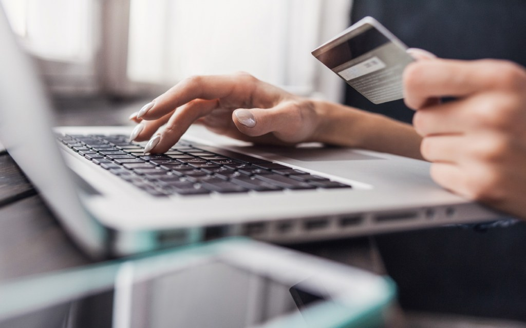 Avoid a scam while shopping online by paying cash on delivery