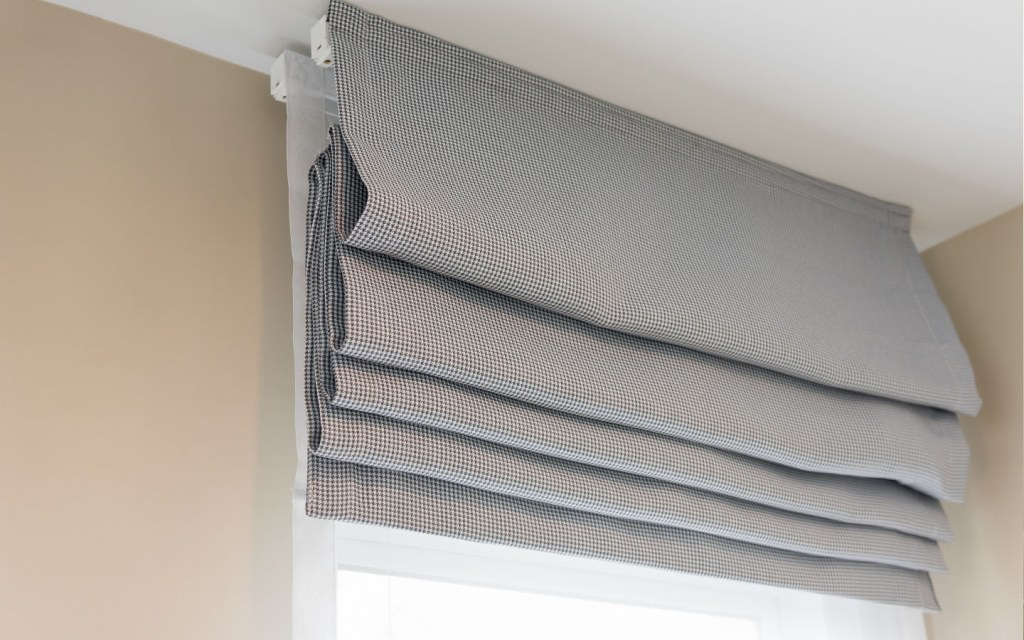 There are 5 varieties of blinds available in Pakistan