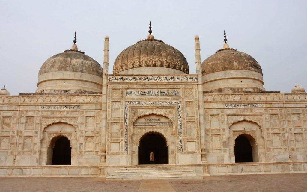 Abbasi Mosque landmark near derawar fort
