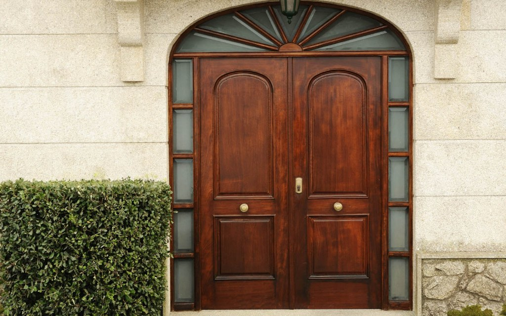buying solid wood doors in Pakistan