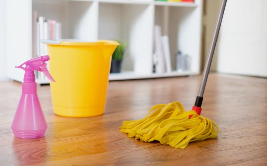 remove scuff marks from laminate flooring
