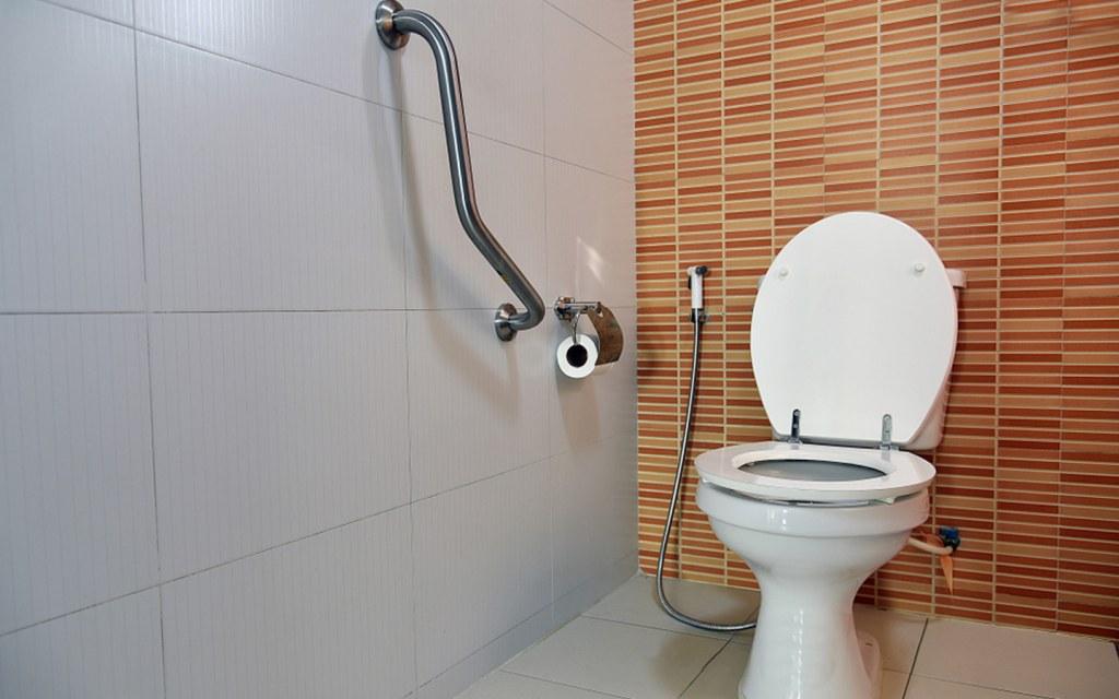 Design a Safe Bathroom for Senior Citizens | Zameen Blog