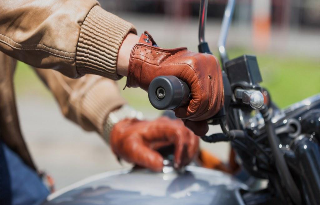 Wear waterproof gloves to ride your bike in the rain