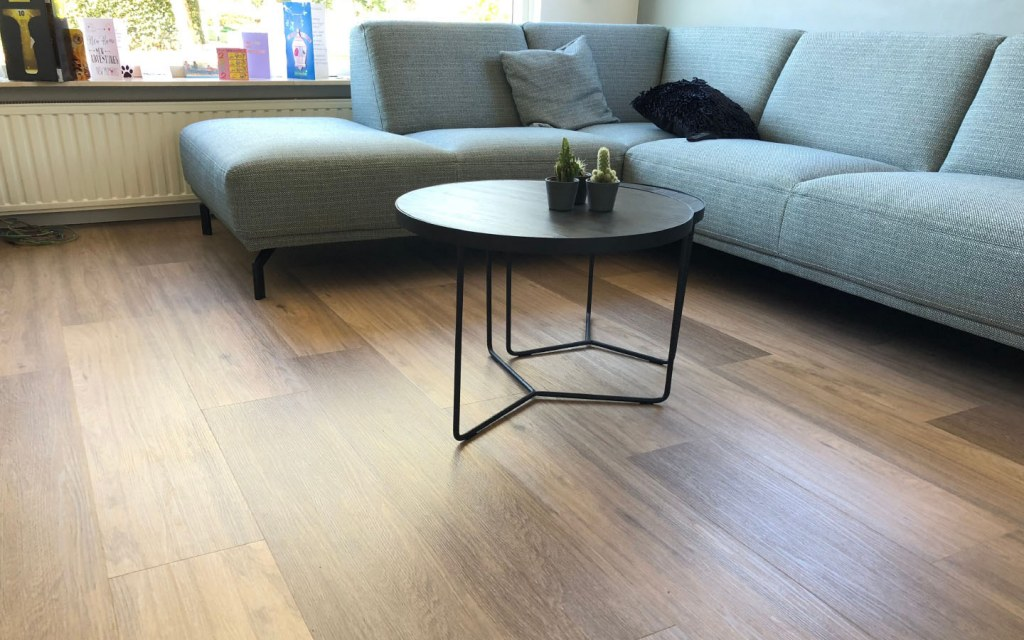 remove deep scratches from laminate flooring