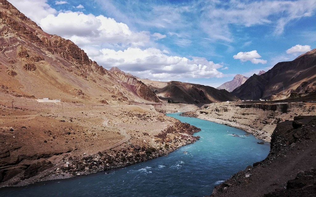 river indus is the longest and historic river of Pakistan