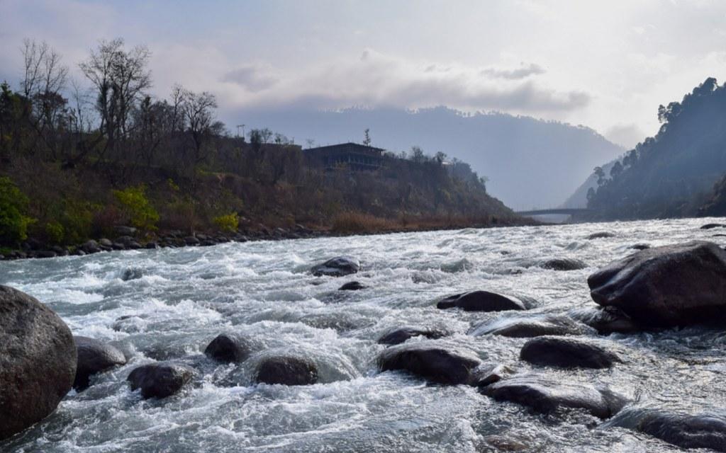River Jhelum is around River Jhelum is around 774 kilometres long