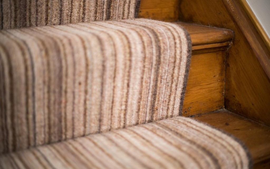 A Diy Guide On How To Install Carpet On Stairs Zameen Blog
