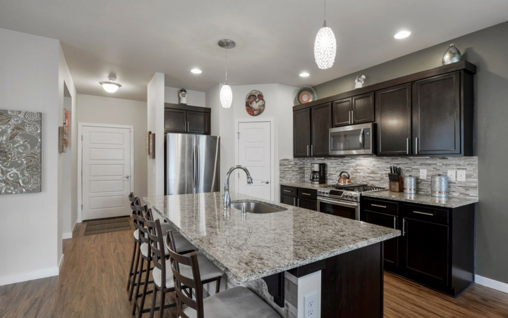 Acrylic vs Laminate Finish: Which One is Best for Cabinets ...