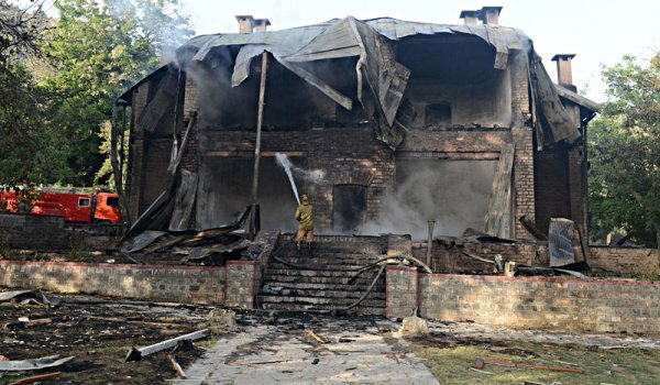 Quaid's residency to be restored