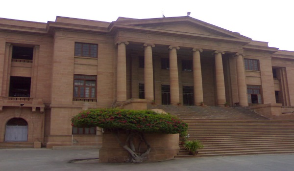 Sindh high court issues show-cause to KMC Administrator